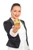 Executivo de sorriso com o banco piggy em sua mão Fotos de Stock Royalty Free