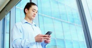 Executivo empresarial que usa-se no telefone celular filme