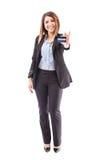 Executivo fêmea bonito com cartão de crédito imagem de stock royalty free