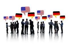 Executivos americanos e alemães da fala Fotografia de Stock Royalty Free
