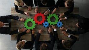 Executivos com as rodas denteadas do negócio