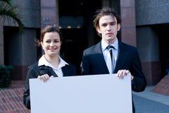 Executivos com bandeira Imagens de Stock