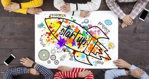 Executivos com foguete startup imagens de stock royalty free