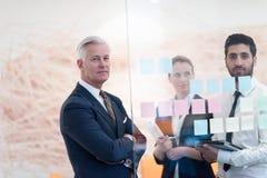Executivos criativos novos com CEO superior Imagens de Stock