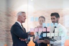 Executivos criativos novos com CEO superior Fotos de Stock
