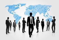 Executivos da silhueta do grupo sobre o mundo global ilustração do vetor