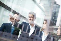 Executivos de reunião de grupo Imagens de Stock