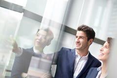 Executivos de reunião de grupo Imagem de Stock