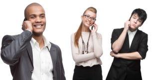 Executivos de sorriso felizes que chamam pelo celular Imagem de Stock