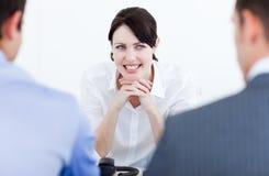 Executivos de sorriso que têm uma entrevista de trabalho foto de stock royalty free