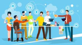 Executivos de Team Brainstorm Discussing Office Meeting ilustração stock