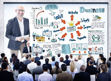 Executivos diversos em um seminário da liderança foto de stock