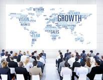 Executivos diversos que comunicam-se um com o otro Imagem de Stock Royalty Free