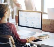 Executivos do conceito de pensamento do sucesso do crescimento da finança da análise Fotografia de Stock Royalty Free