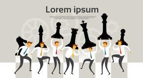 Executivos do conceito de Team Hold Chess Figures Strategy ilustração royalty free