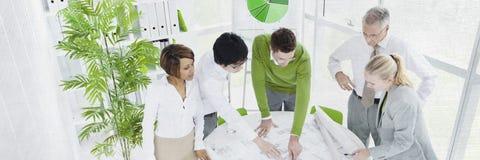 Executivos do conceito de trabalho do planeamento de uma comunicação fotos de stock