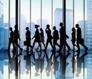 Executivos dos conceitos de passeio do escritório do curso incorporado fotografia de stock royalty free