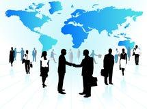 Executivos e mapa Imagens de Stock Royalty Free