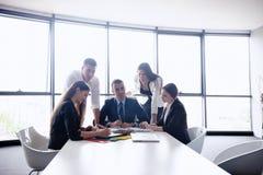 Executivos em uma reunião no escritório imagens de stock royalty free