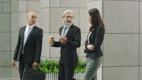Executivos empresariais que chegam na construção moderna filme