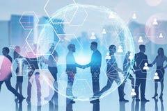 Executivos na cidade, conexão social global fotos de stock
