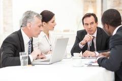 Executivos na reunião imagens de stock royalty free