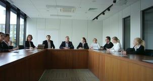 Executivos na reunião incorporada vídeos de arquivo