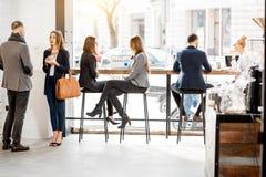 Executivos no café fotos de stock royalty free