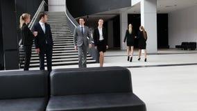 Executivos no prédio de escritórios
