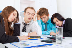 Executivos novos no escritório imagens de stock