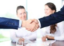 Executivos que agitam as mãos Fotografia de Stock
