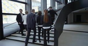 Executivos que andam no salão