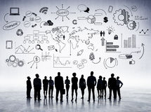 Executivos que aprendem tendências econômicas globais Fotos de Stock