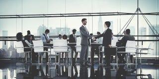 Executivos que conceituam o apoio Conce dos trabalhos de equipa da parceria Imagens de Stock