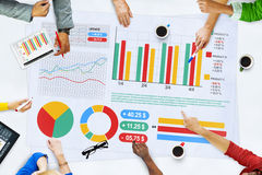 Executivos que encontram o conceito das estatísticas da análise de planeamento Fotografia de Stock