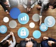 Executivos que encontram o conceito econômico do alvo do sucesso do crescimento foto de stock