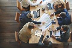 Executivos que encontram o conceito incorporado da discussão da conferência fotos de stock royalty free