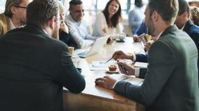 Executivos que encontram o conceito incorporado da discussão da conferência fotos de stock