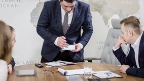 Executivos que encontram o conceito incorporado da discussão da conferência, Imagens de Stock Royalty Free