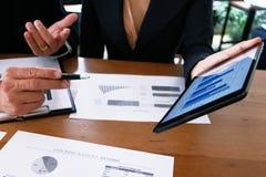 Executivos que encontram o worki do acionista profissional das ideias do projeto Foto de Stock