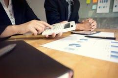 Executivos que encontram o worki do acionista profissional das ideias do projeto Foto de Stock Royalty Free