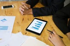 Executivos que encontram o worki do acionista profissional das ideias do projeto Imagens de Stock