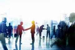Executivos que falam o conceito da conversação da conexão fotografia de stock royalty free