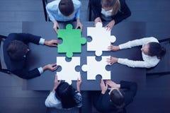 Executivos que montam o enigma Imagens de Stock