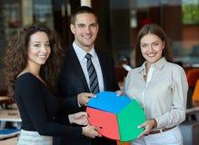 Executivos que montam a serra de vaivém Foto de Stock