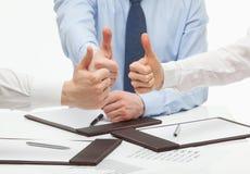 Executivos que mostram os polegares acima Fotografia de Stock Royalty Free