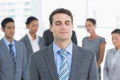 Executivos que relaxam fotos de stock