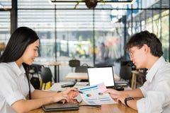 Executivos que têm uma reunião no escritório homem de negócios & busine Imagens de Stock