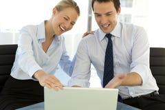 Executivos que trabalham junto Imagens de Stock Royalty Free