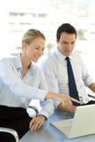 Executivos que trabalham junto Imagem de Stock Royalty Free